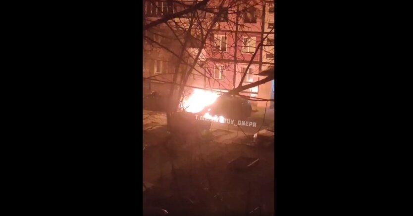 Пожар в Днепре, сгорел автомобиль, Toyota Highlander  и Volkswagen Caddy