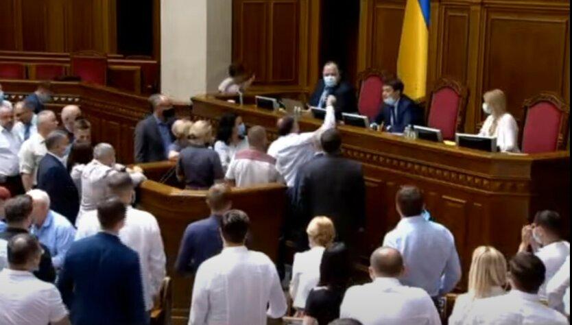 Разумков в Раде «наехал» на партию Порошенко: видео