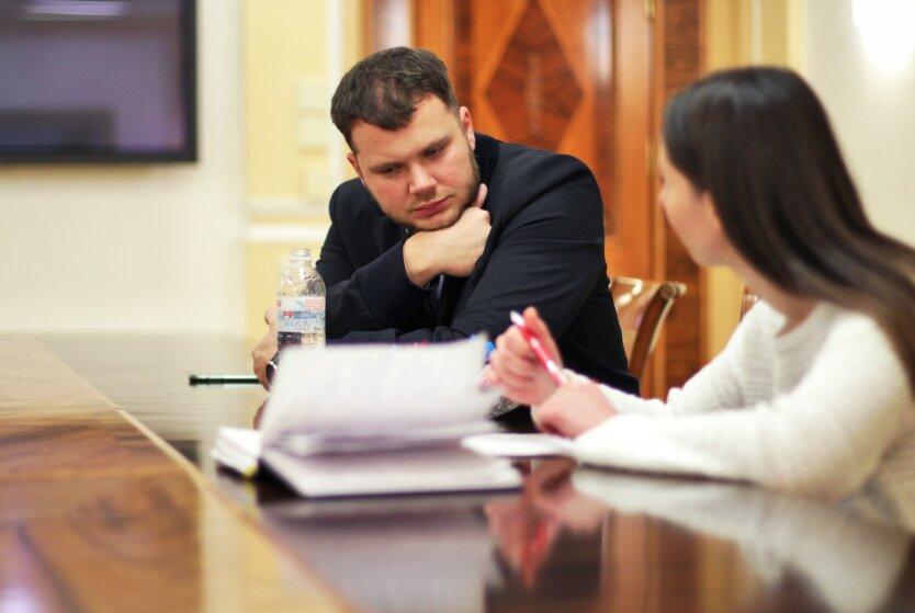 Министр Криклий пожаловался на маленькую зарплату