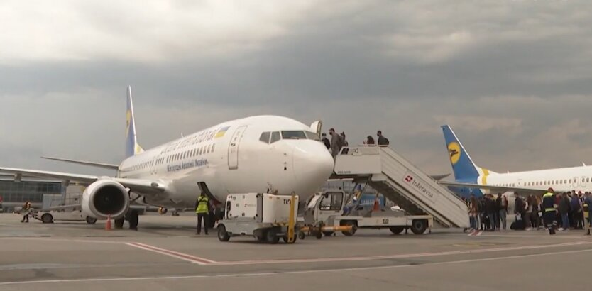 Авиасообщение в Украине, локдаун, новогодние праздники