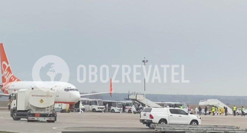 самолет из Уханя