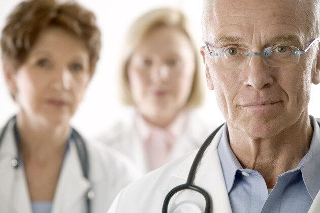 врач медсестра больница медперсонал лечение