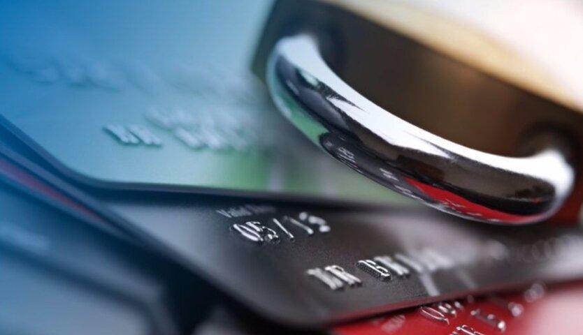ПриватБанк, Ощадбанк, monobank и другие могут списывать деньги с карт должников