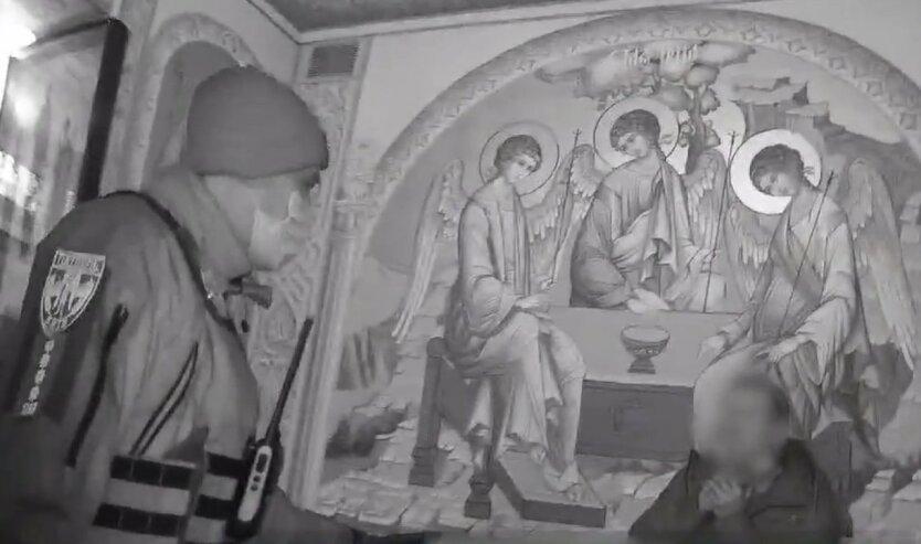 Киевские патрульные спасли жизнь самоубийце: видео