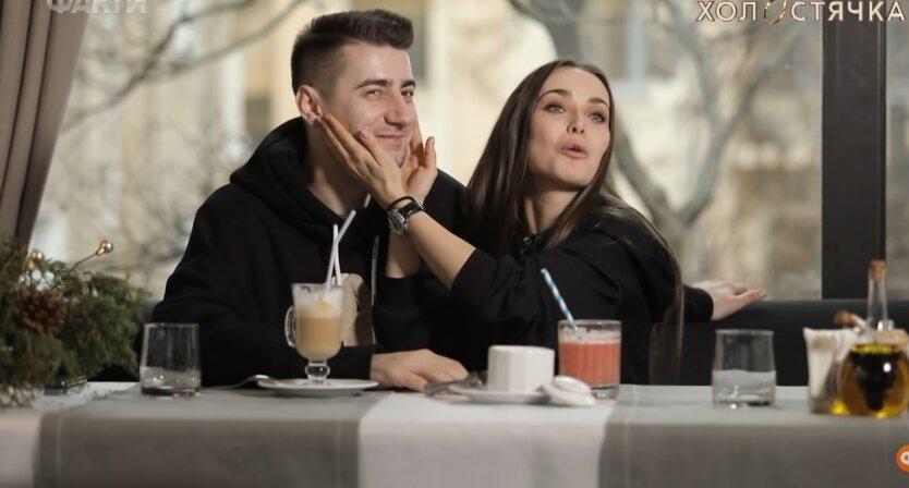 Ксения Мишина и Александр Эллерт, отдых в Одессе, Мишина покусала Эллерта