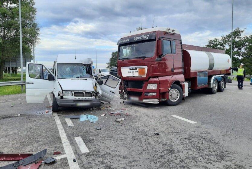 Под Киевом произошла масштабная авария: фото
