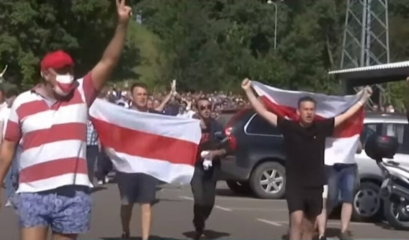 Павел Латушко,Александр Лукашенко,Протесты в Беларуси,Отношения Украины и Беларуси
