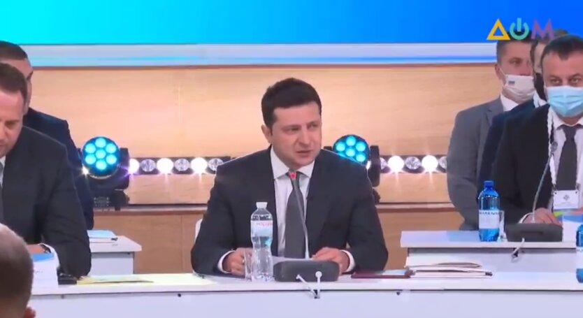 Зеленский выступает на Конгрессе местных и региональных властей