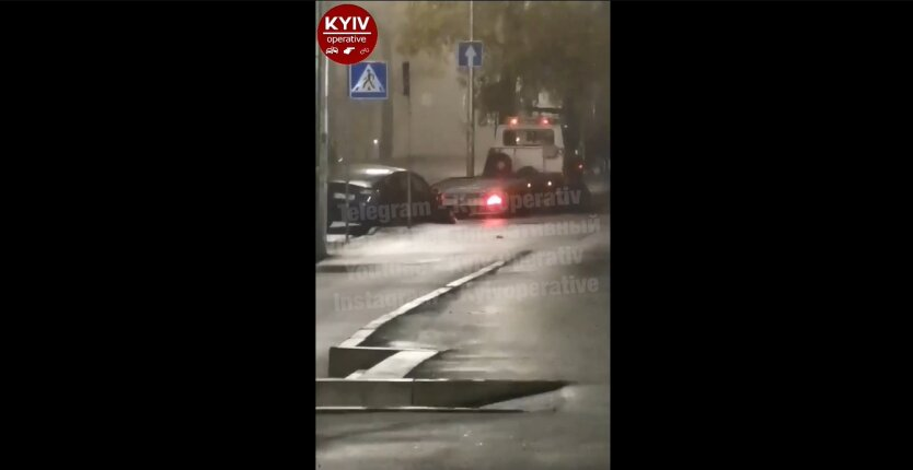 ДТП в Киеве, Тесла, въехал в столп
