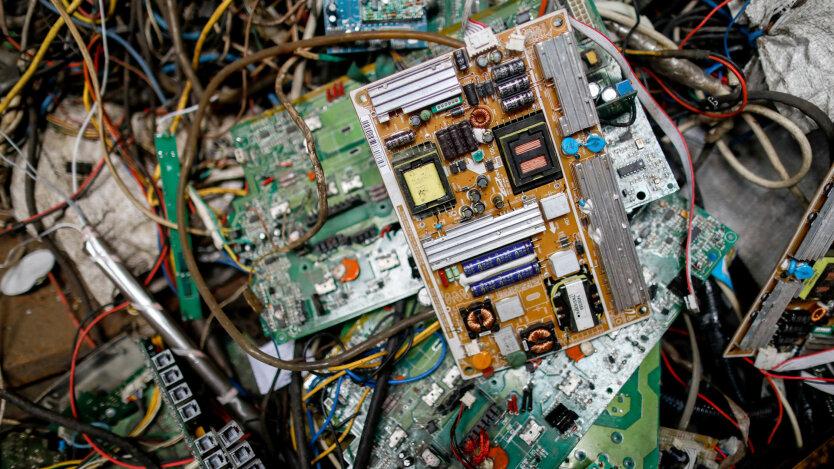 Вес электронного мусора на планете больше веса Великой китайской стены
