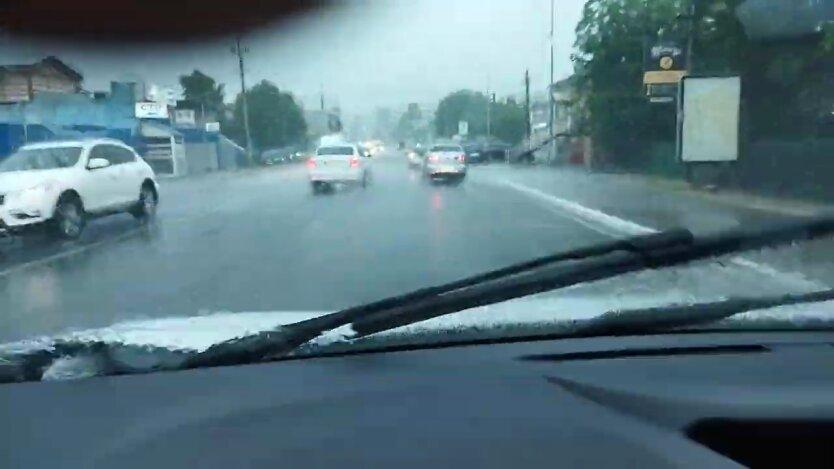 Киев накрыл погодный армагеддон с градом, улицы затопило: видео