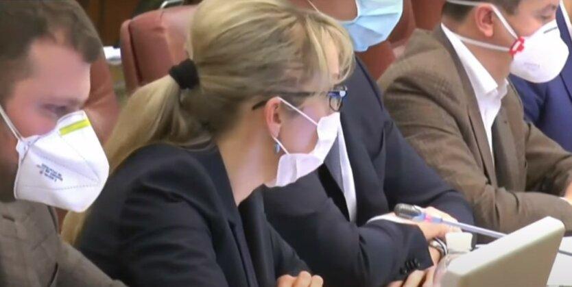 Украинцам показали зарплаты Шмыгаля и министров за март