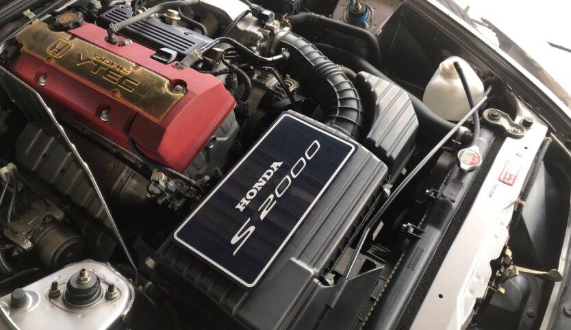 Honda s2000-