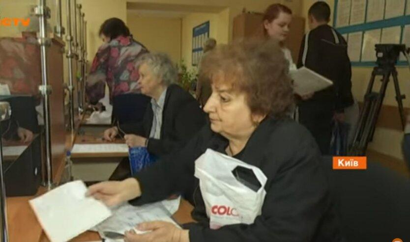 Пенсии в Украине, доплата к выплатам,