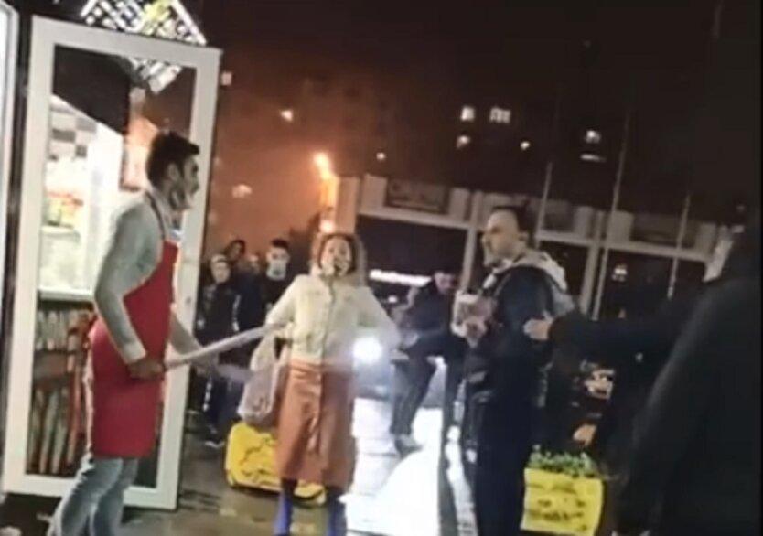 Конфликт в Киеве с продавцом шаурмы