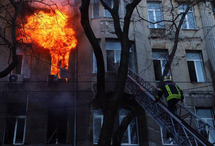 Количество погибших на пожаре в Одессе возросло до 13