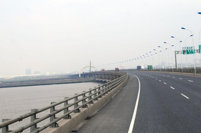Мост в Шанхае к острову Dawugui