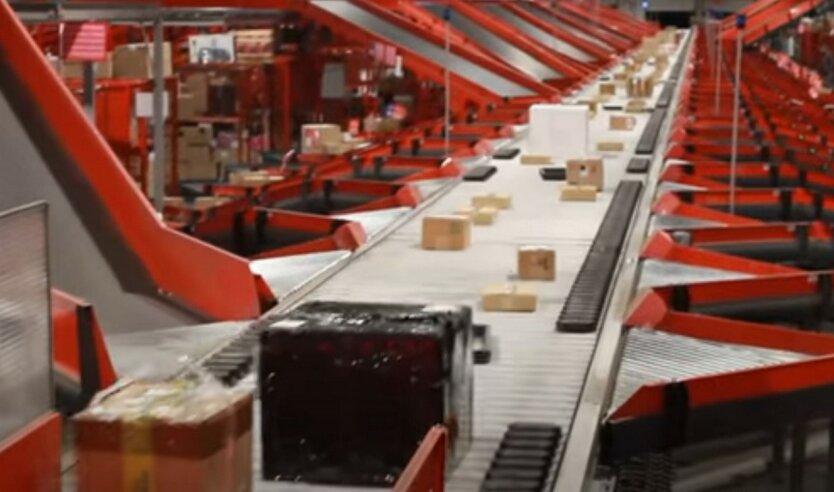 """Новую Почту упрекнули в накручивании цены доставки за счет """"покатушек"""" посылок"""
