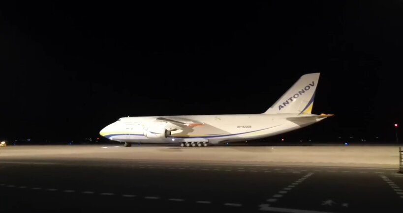 украинский самолет ан-124 привез груз в чехию