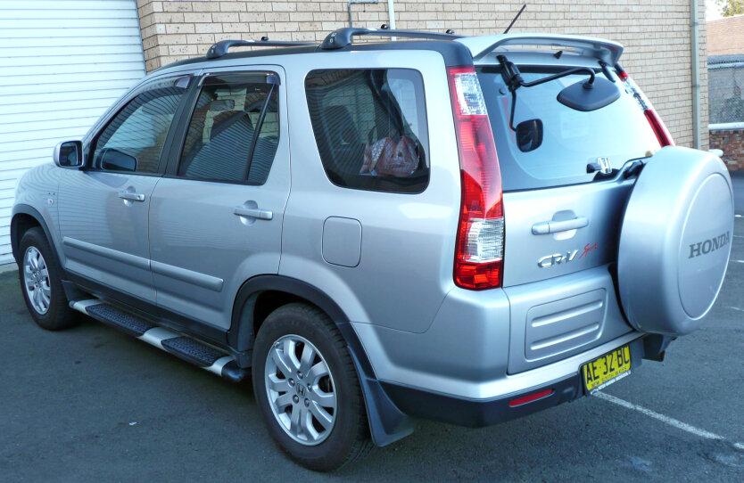 2004-2006_Honda_CR-V_(RD_MY2005)_Sport_wagon_02