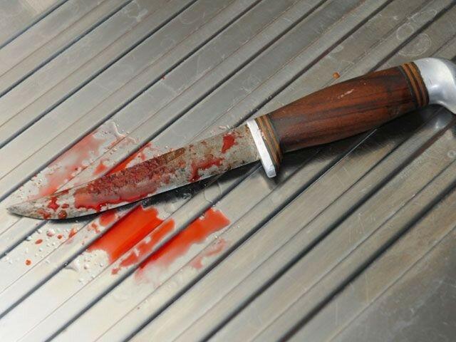 зарезал ножом