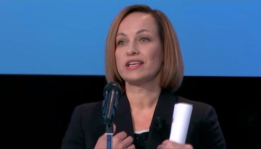 Министр социальной политики Марина Лазебная