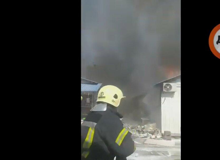 Пожар на рынке Юность, Киев, пожарные