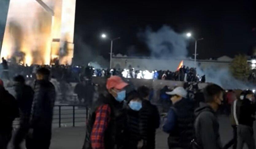 Протесты в Киргизии, Сооронбай Жээнбеков , захват власти