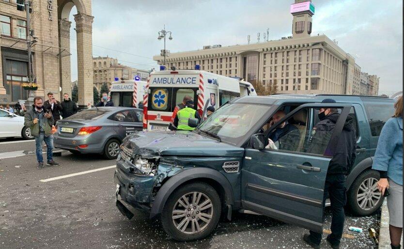 Смертельное ДТП парализовало центр Киева: фото, видео