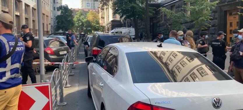 """Полиция отреагировала на """"захват"""" Кабмина: мужчина угрожает взорвать гранату"""