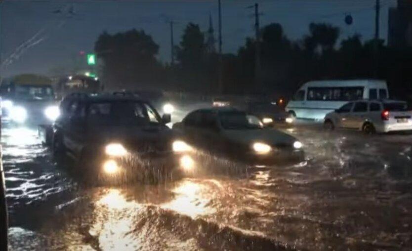 Ливень в Запорожье,дожди с грозами в Украине,ливень и сильный ветер в Запорожье