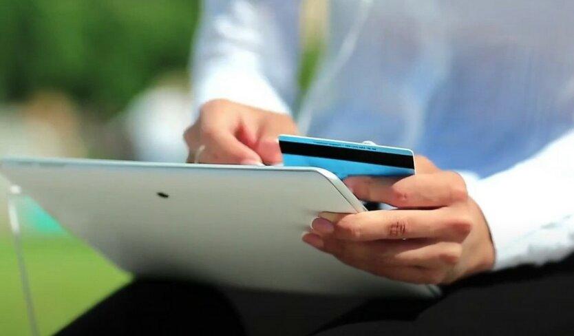 Украинцы «проголосовали» за виртуальные деньги е-кошельками