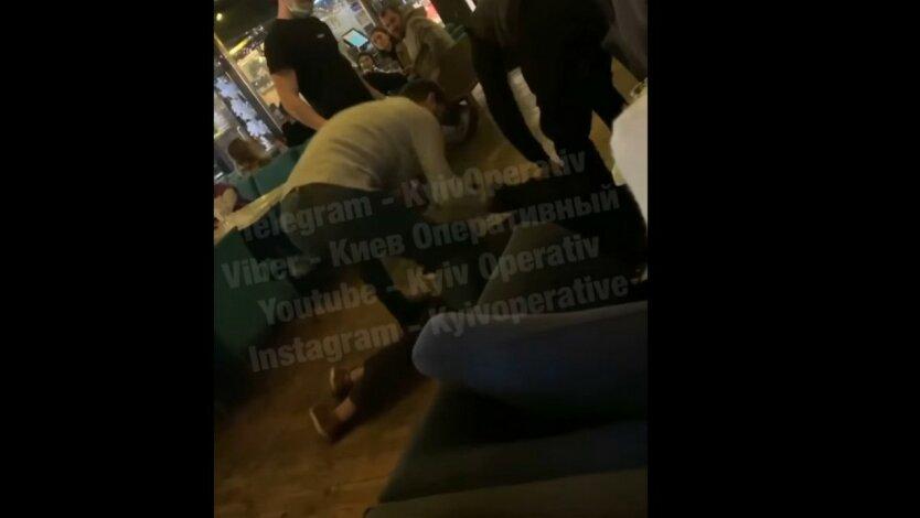 В Киеве произошла драка в популярном ресторане: видео