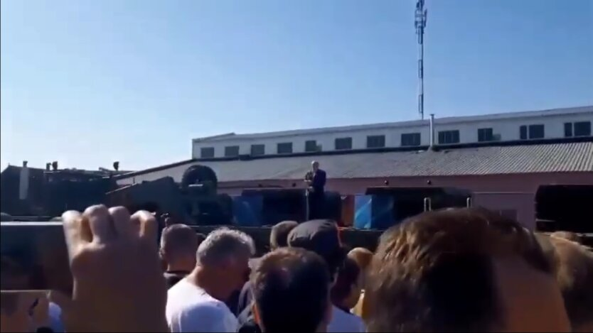 Лукашенко прилетел на МЗКТ на вертолете