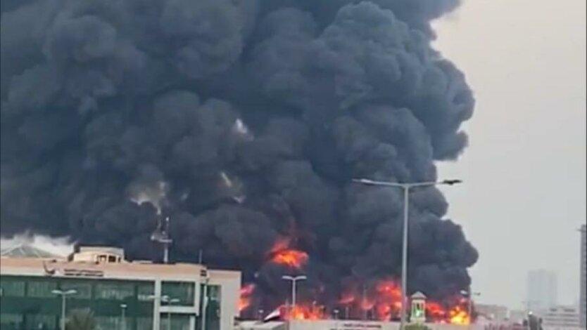 Масштабный пожар вспыхнул на рынке в ОАЭ: видео