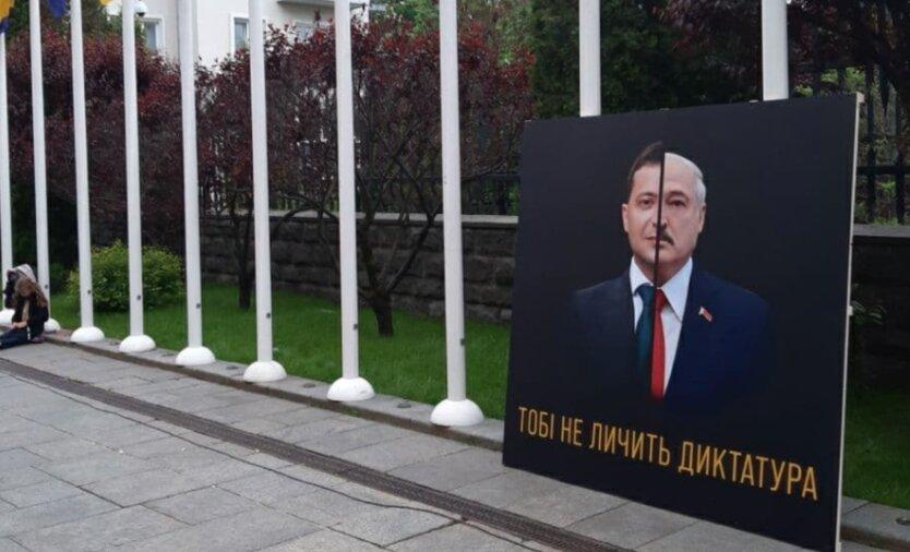 К Офису Зеленского стянули силовиков из-за протеста сторонников Стерненко