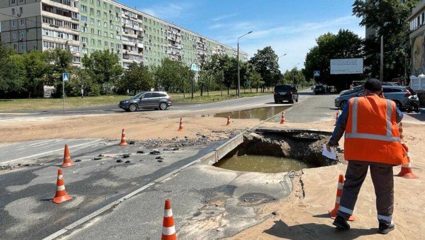 В Киеве затопило Дарницу из-за прорыва трубы