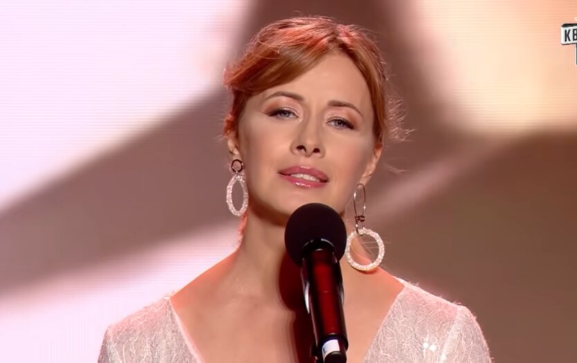 Звезда студии «Квартал 95» Елена Кравец, снимок без макияжа