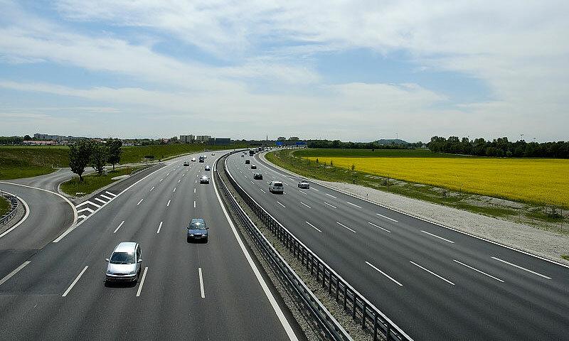 Если не воровать:  государство может строить 5000 км. автобанов ежегодно