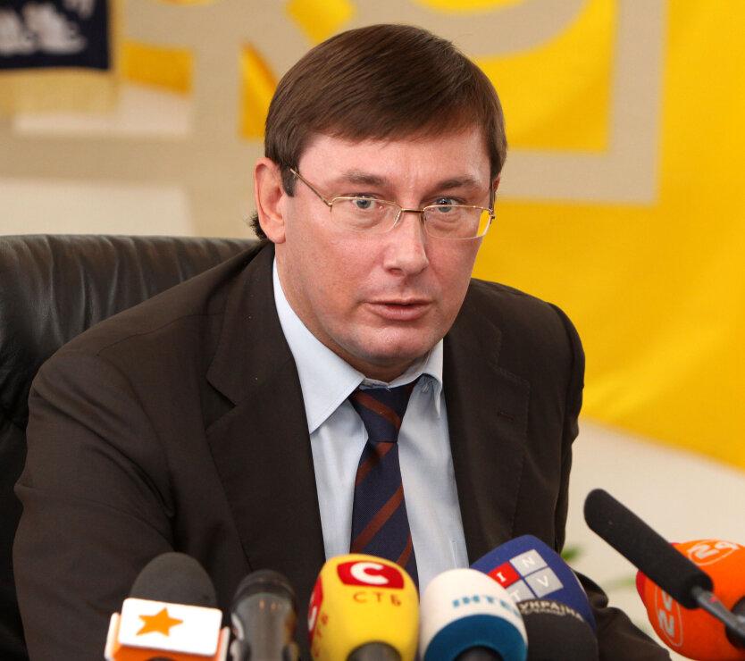 Не имея ни денег, ни партии, я брошу вызов гангстерской системе в Украине, — Луценко