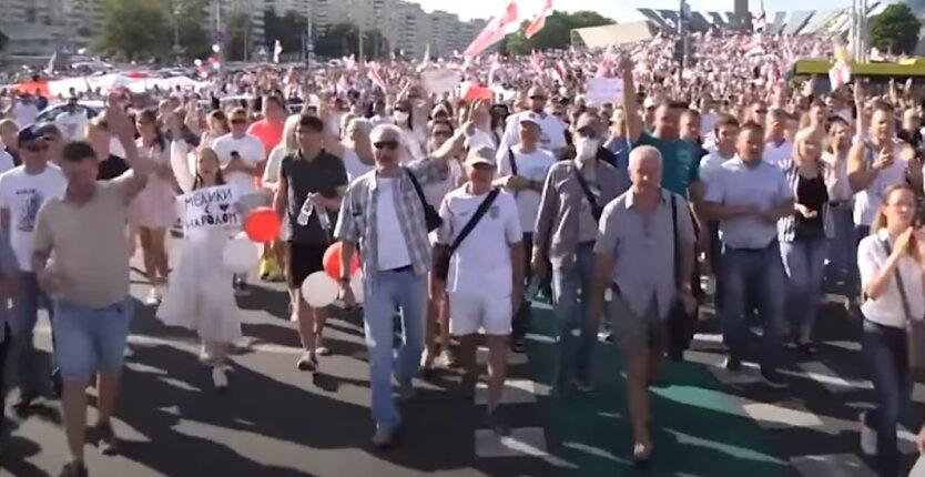 На улицы Минска вышли 200 000 человек протестующих