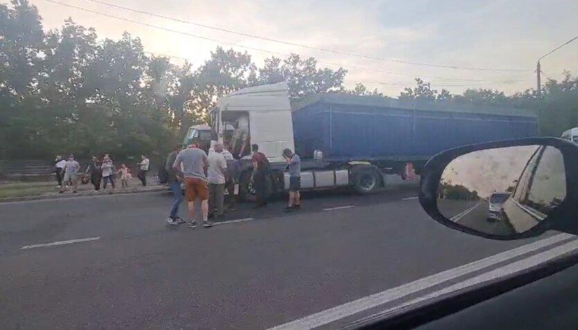 Николаев, маршрутка, грузовик