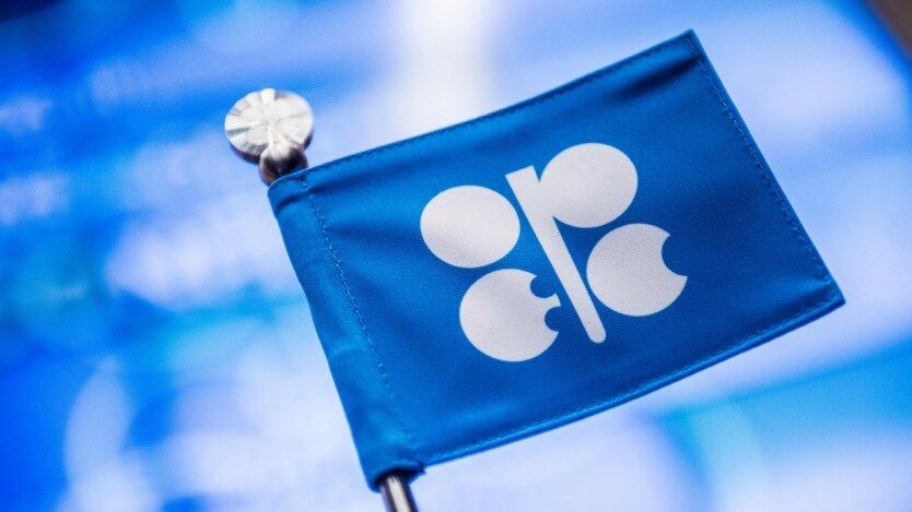 Россия и ОПЕК+ договорились сократить добычу нефти