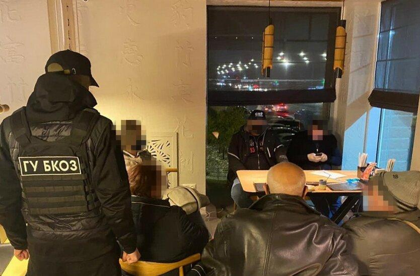 В Киеве задержали «решал» бизнес-вопросов со «связями» в генпрокуратуре
