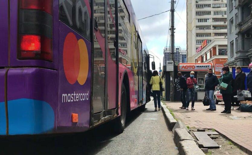 Проезд в троллейбусе, школьник, контролер заставил заплатить штраф