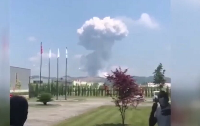 В Турции взорвалась фабрика фейерверков с рабочими: видео