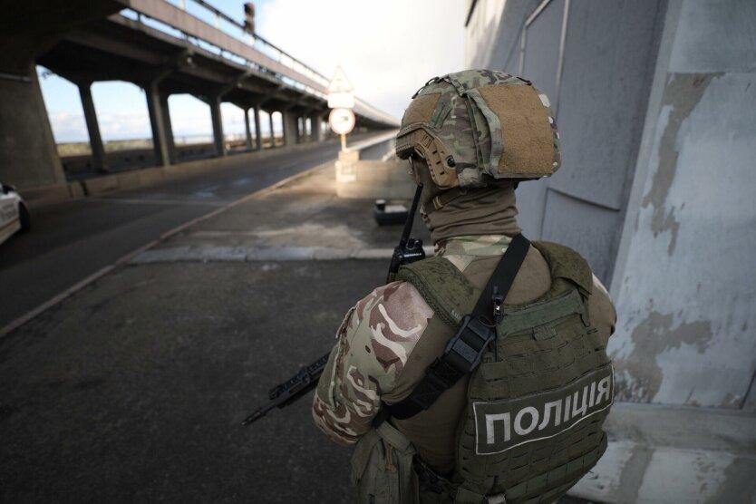 Снайперы, БТР и стрельба по полицейскому дрону: подробности спецоперации на мосту Метро
