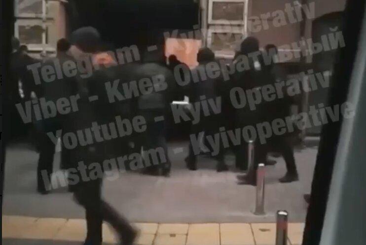 Разборки титушек в центре Киева возле офиса укрбуд