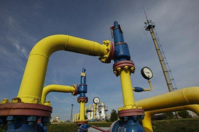 Трубы на территории подземного газового хранилища в Львовской области