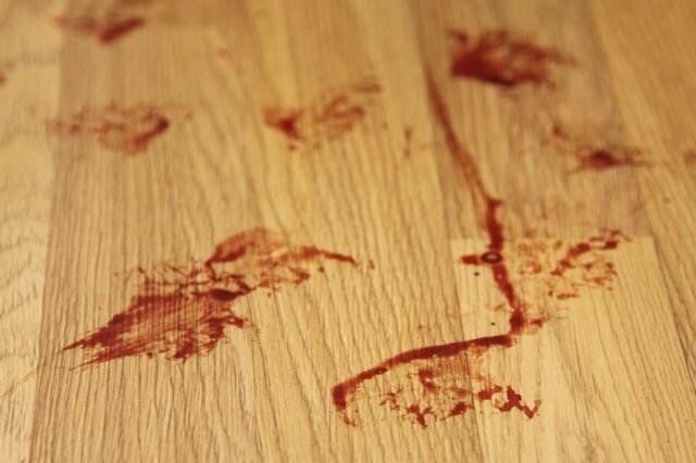 кровь на полу